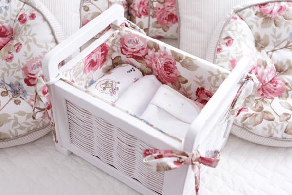 quarto menina bebe rosa bege floral