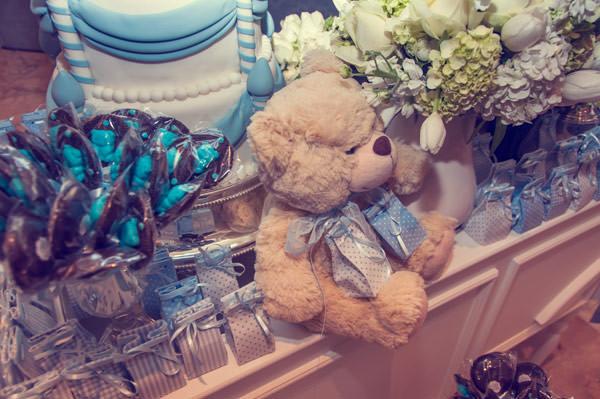 brit mila azul branco enjoy festas