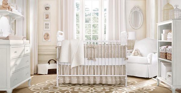 quarto de bebe branco