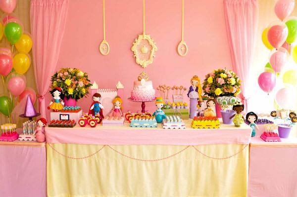 festa-princesas-rosa-decoracao-caraminholando-doces-nika-linden-fantasia-pacoca-03
