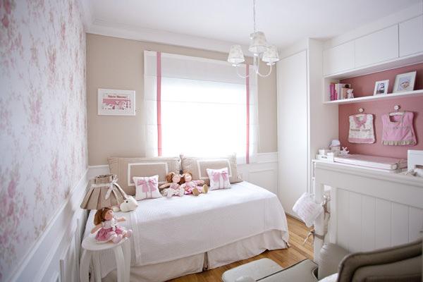 Quarto de bebê rosa com o tema bonecas de pano Constance  ~ Um Quarto Rosa