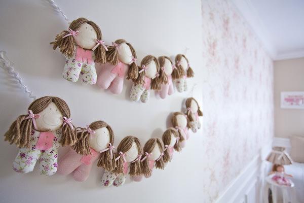 quarto-de-bebe-rosa-com-o-tema-bonecas-de-pano5