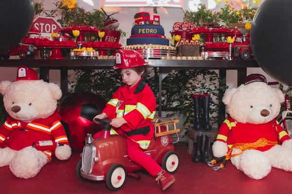 festinha-bombeiro-vermelho-preto-duas-gastronomia-12