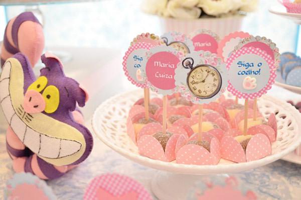 festinha-alice-no-pais-das-maravilhas-rosa-azul-elefante-colorido-07