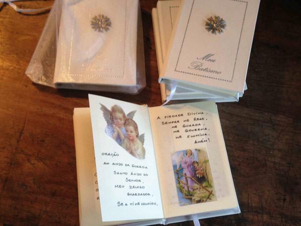 posh-moms-lembrancinhas-batizado-livrinho-de-oracoes-Eleonor-Falci