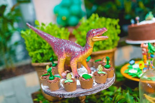 festinha-dinossauro-verde-dona-aranha-05