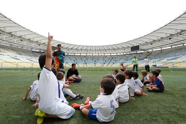 festinha-joca-futebol-club-azul-branco-13