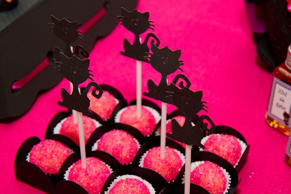 festinha-caraminholando-halloween-bruxa-pink-roxo-preto-08