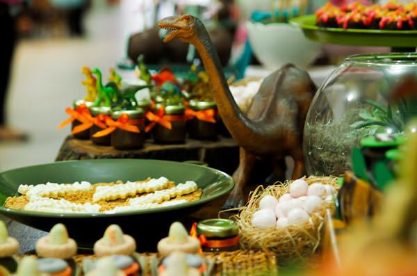 festinha-parque-dos-dinossauros-decoracao-festas-da-ju-06