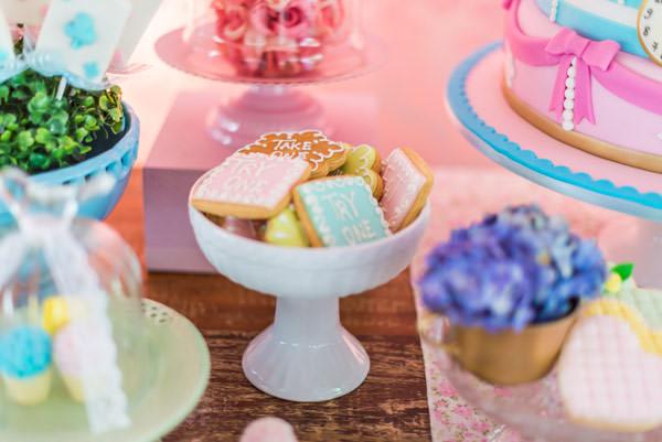 festinha-alice-no-pais-das-maravilhas-rosa-azul-decoracao-Pequenos-Luxos-05