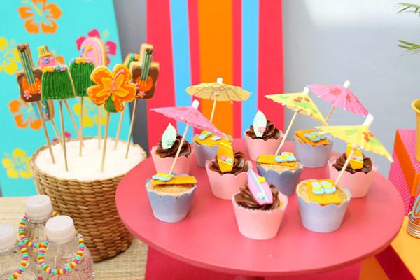 festinha-surf-rosa-laranja-azul-decoracao-caraminholando-08