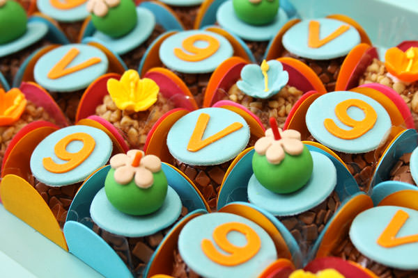 festinha-surf-rosa-laranja-azul-decoracao-caraminholando-09