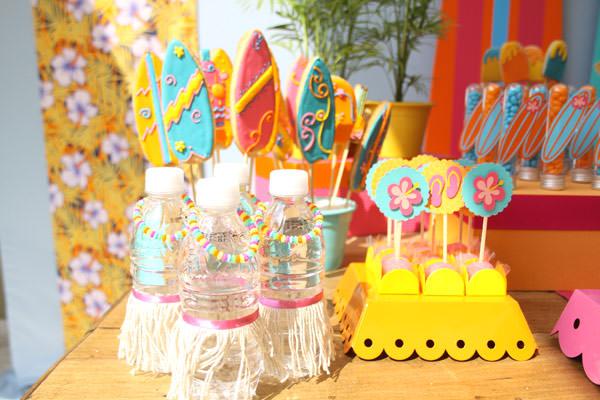 festinha-surf-rosa-laranja-azul-decoracao-caraminholando-11