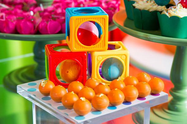 festinha-colorida-bolinhas-e-bichinhos-decoracao-clarissa-rezende-12