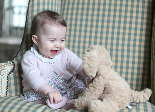 novas-fotos-da-princesa-charlotte-6-meses-02