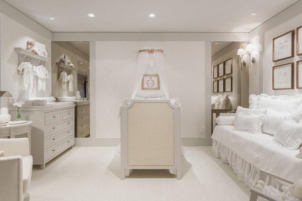 Decoração romântica e toda branca para o quarto do bebê