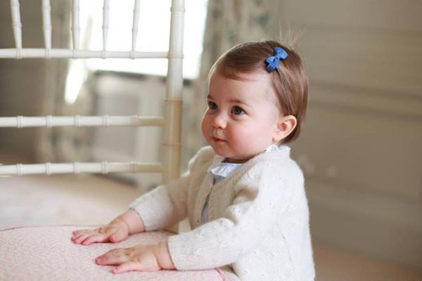 Princesa Charlotte completa um ano