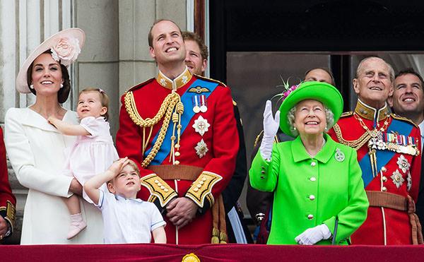 Princesa Charlotte faz primeira aparição pública no aniversário da rainha