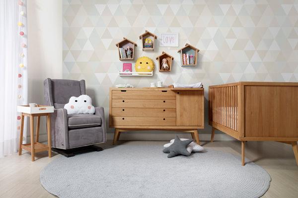 Móveis e acessórios para um quarto de bebê retrô