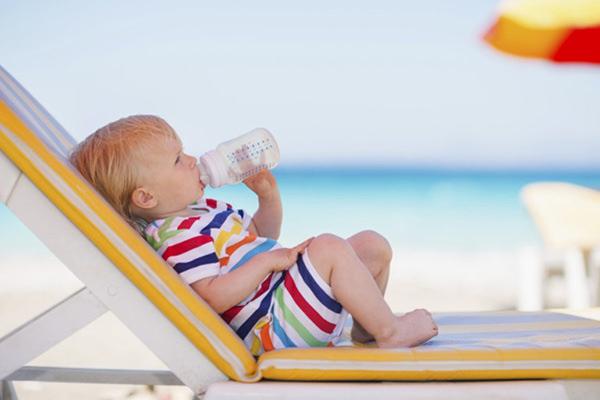cuidados-com-bebes-na-praia-babies-constance-zahn