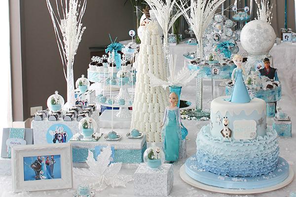 Festinha inspirada em Frozen transforma pequenas em princesas