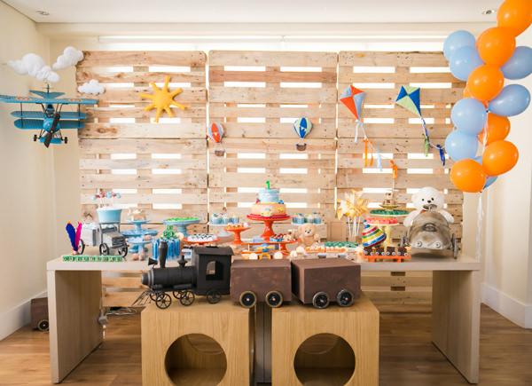 Festa infantil decorada com tema brinquedos clássicos