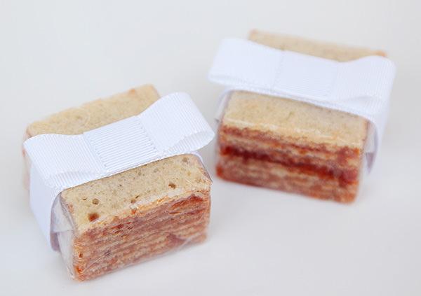 lembrancinha-de-casamento-mini-bolo-de-rolo-piece-of-cake