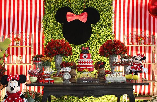 Aniversário de um ano com decoração da Minnie