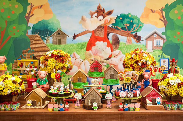 Festa Infantil Com Tema Os Tres Porquinhos Constance Zahn